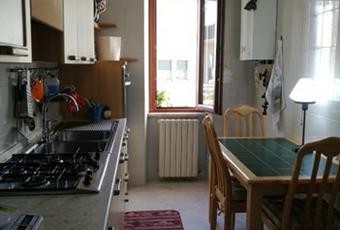 La cucina è luminosa, il pavimento è piastrellato Calabria CZ Catanzaro