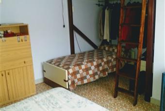 Camera luminosa con ampia finestra con letto aggiuntivo a castello  Liguria IM San Lorenzo al mare