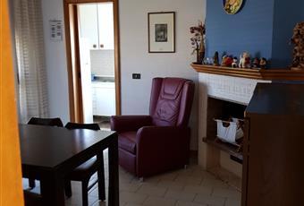 Il salone è luminoso, il pavimento è piastrellato Abruzzo TE Castellalto