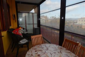 Ampia tenda-veranda che si collega alla zona living. Molto panoramica. Utile in inverno se riscaldato con stufa; pannelli rimovibili in estate per favorire un completo ricircolo d'aria. Campania AV Aiello del sabato