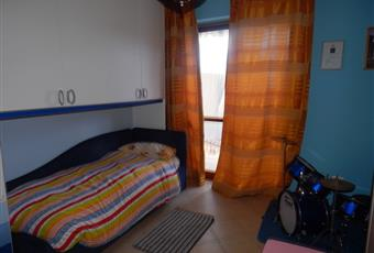 Camera da letto pavimento è piastrellato e balcone. Molto luminosa e panoramica. Campania AV Aiello del sabato