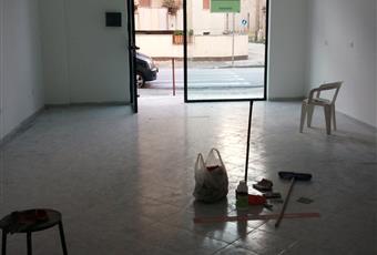 Il pavimento è piastrellato, il salone è luminoso Campania CE Casagiove
