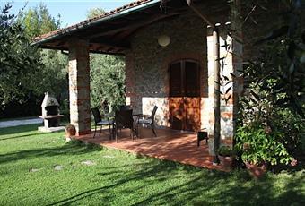 Il pavimento è piastrellato Toscana LU Pietrasanta
