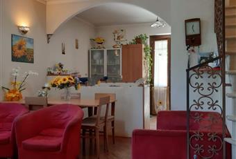Il salone è luminoso, il pavimento è di parquet Lazio FR Frosinone