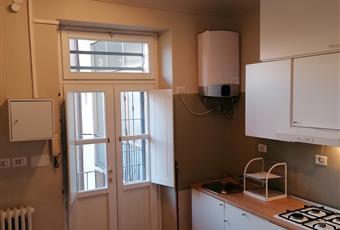 Il pavimento è di parquet, la cucina è con porta finestra Piemonte TO Torino