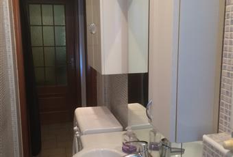 Il pavimento è piastrellato, il bagno è luminoso Piemonte TO Torino
