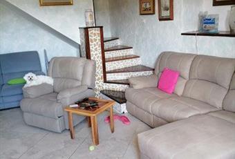Il pavimento è piastrellato, il salone è con camino Abruzzo CH Roccascalegna