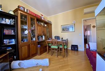 Il pavimento è di parquet, il salone è luminoso Emilia-Romagna PR Parma