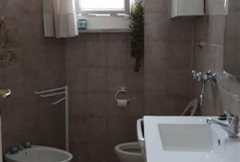 Il pavimento è piastrellato, il bagno è luminoso Campania AV Avellino
