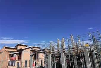 Foto dell'avanzamento del cantiere al 01 02 2021 villette tipologia A ( con muri esterni già realizzati) consegna 6 mesi Ville B in fase di struttura c.l.s. consegna 18 mesi  Piemonte CN Vignolo