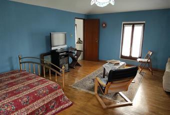 Stanza situata al 2 piano, attualmente è stata adibita a camera da letto, molto luminosa. Piemonte AL Casal Cermelli