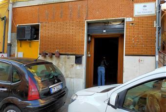 Il pavimento è piastrellato, il salone è con travi a vista Sardegna CA Cagliari