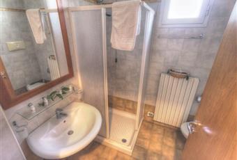 Monolocale con angolo cottura, aria condizionata, riscaldamento, frigo, bagno/doccia, posto auto, terrazzo ampio Puglia LE Lizzanello