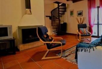 Il pavimento è piastrellato, il salone è con camino, il salone è con travi a vista, il salone è luminoso Liguria SP Sesta godano