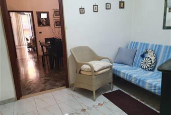 Salone a vista, il pavimento è decorato. Dall'ampia altezza di questa camera è stata realizzato un utile ammezzato con accesso dalla cucina Puglia BA Bari