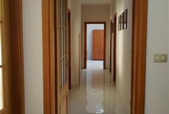 Il pavimento è piastrellato, il salone è luminoso Sicilia SR Siracusa