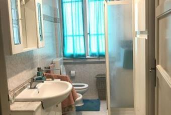 Il bagno è luminoso, il pavimento è piastrellato Emilia-Romagna FC Forlì