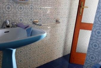 Il pavimento è piastrellato, il bagno è luminoso Piemonte TO Rubiana