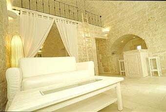 Il pavimento è piastrellato, il salone è luminoso Puglia BR Ostuni