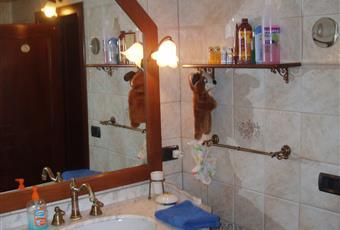 mary1:bagno principale con lavabo,wc,bidetm vasca con docia altri due bagni di servizio sono al primo piano(lavabo,wc e bidet), e nel magazzino in giardino, doccia lavabo e wc Toscana LU Massarosa