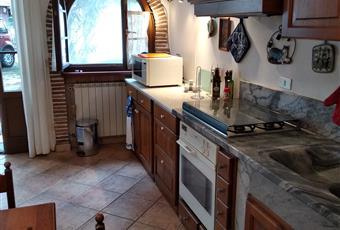 Mary2: la cucina è spaziosa, completa di tutti gli elettrodomestici, il piano è in marmo Toscana LU Massarosa