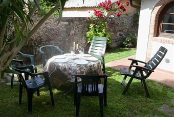 Mary2: giardino su tre lati, posto auto,bbq, lavanderia di proprietà di fronte all'abitazione Toscana LU Massarosa