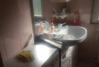Il pavimento è piastrellato, il bagno è luminoso Marche AP Ascoli Piceno