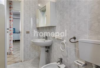 Bagno piastrellato con doccia e finestra Puglia LE Melendugno