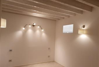 Stanza con vetro che prende luce da cavedio Veneto PD Padova