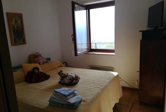 La camera è luminosa, il pavimento è di parquet Veneto BL Belluno