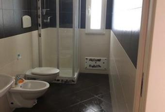 Il pavimento è piastrellato, il bagno è luminoso Puglia BR Torchiarolo