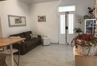 Il pavimento è di grès porcellanato, il salone è luminoso Abruzzo PE Pescara