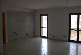 La cucina è parte dell'ambiente unico living (cucina + soggiorno). La parete su cui può essere installata la cucina è di 3,60 metri, attrezzata con mattonelle metex Campania CE San Nicola la strada