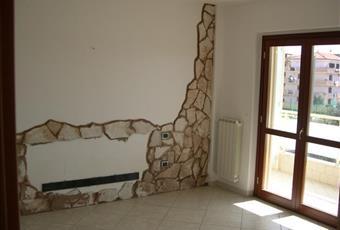 La stanza da letto matrimoniale è molto luminosa ed è attrezzata con un particolare rilievo in pietra Campania CE San Nicola la strada