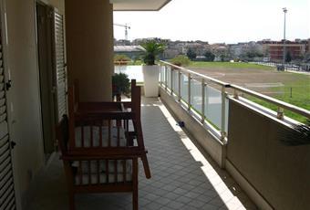 Nessuna stanza della casa è senza finestra. Lungo tutto il perimetro delal casa è presente un balcone ampio Campania CE San Nicola la strada