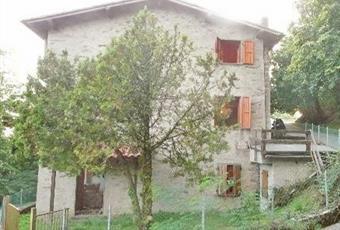 Il pavimento è piastrellato Toscana LU Stazzema