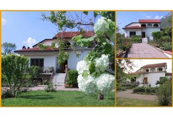 Proprietà composta da villa e grande giardino