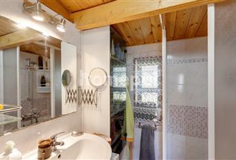 Piccolo bagno composto da lavabo, bidet alla francese e doccia. Liguria GE Cogoleto