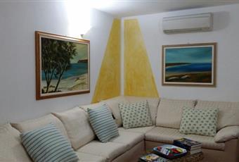 Il pavimento è piastrellato, il salone è luminoso Sardegna OR Cuglieri