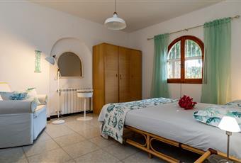 Il pavimento è piastrellato, la camera è luminosa Sardegna CA Quartu Sant'Elena