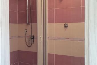 Secondo bagno arredaato a nuovo con piatto doccia. Campania BN Benevento