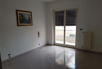 Ampia camera da letto, con affaccio sul balcone di via Stazione Puglia BA Turi