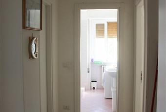 Il pavimento è piastrellato, il bagno è luminoso Marche PU Urbino