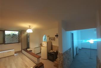 Il pavimento è di parquet, il salone è con soffitto a volta Lazio RM Roma