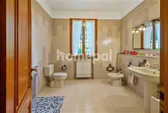 Bagno piastrellato con finestra Emilia-Romagna RE Scandiano