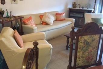 Immobile situato nella parte centrale della zona bassa di Frosinone. Appartamento situato al terzo piano di una palazzina di quattro piani. Tre camere da letto, due bagni, cucina, soggiorno. Riscaldamento autonomo, climatizzato