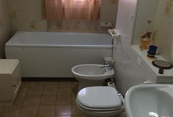 Bagno con vasca con tendone per fare doccia nella vasca Lazio FR Frosinone