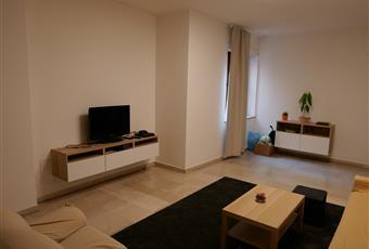 ampio e luminoso, pavimentato con lastre di marmo e arredato con mobili nuovi Emilia-Romagna BO Bologna