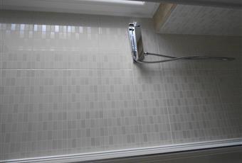 Ampio bagno con finestra, luminoso Lazio RM Castel Gandolfo