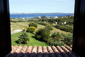 Camera padronale vista mare, con bagno, il pavimento è piastrellato Sardegna SU Carloforte